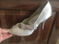 Great condition worn once cream satin heels size 6