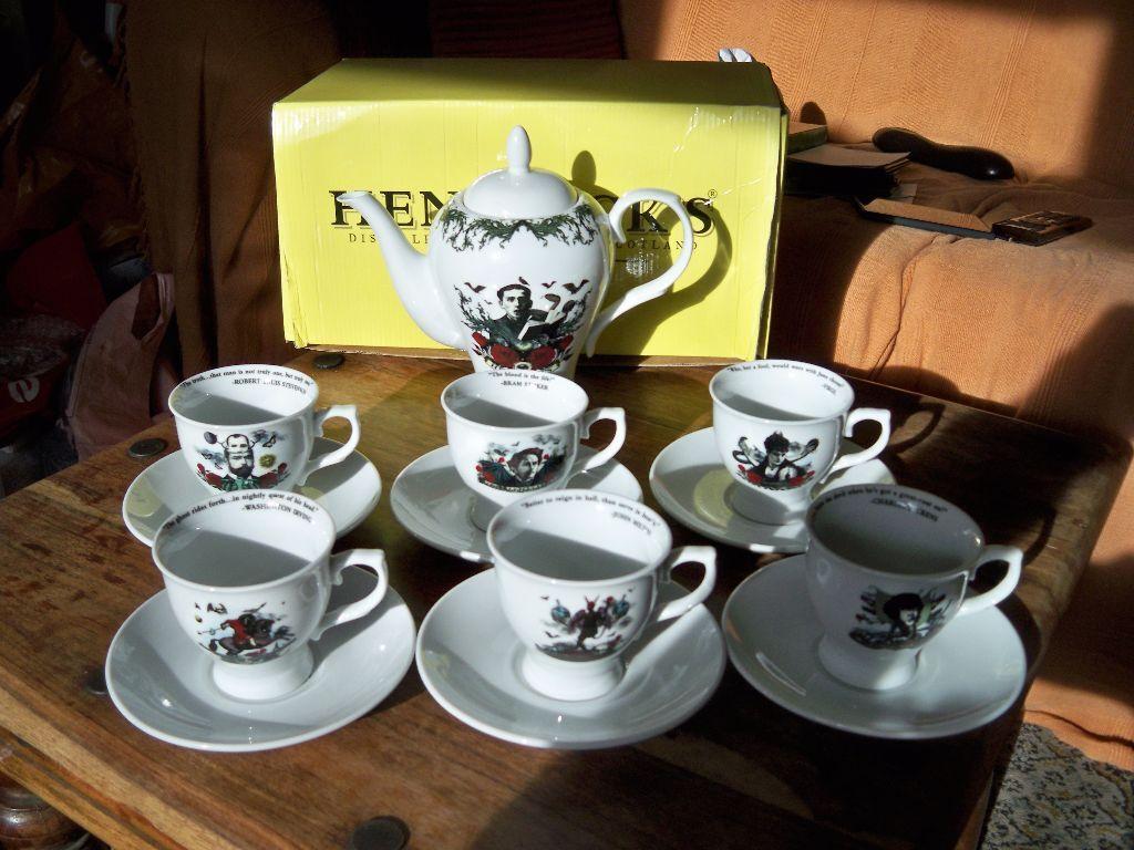 Hendricks Tea Set Beautiful Teapot 6 X Cups And Saucers