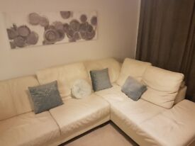 Luxury Leather sofa 6 seater DFS sneaker white