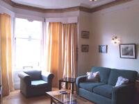 Fabulous large bright flat Central Edinburgh Marchmont. sleep6 Wifi Child cot & hi chair Castle view