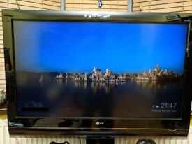 USED & FAULTY | LG 37/LF7700 LCD FLAT PANEL TV with working REMOTE, Base and Manual