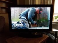 """Samsung Series 4 32"""" HD Ready LCD TV with Digital Freeview - Glossy Black"""