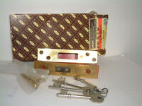 """Mortice deadlock used. Union 5 lever, 2 1/2"""", with 4 keys."""