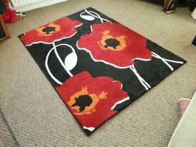 LARGE MODERN RUG MAINLY RED / BLACK 120CM X 170CM IN EXCELLENT CONDITION