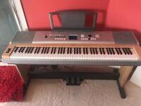 Superb YAMAHA electric keyboard, like new