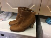 LADIES TIMBERLAND BOOTS Size 7.5.
