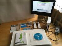 Wii Consol /Fit Board 2 Controllers