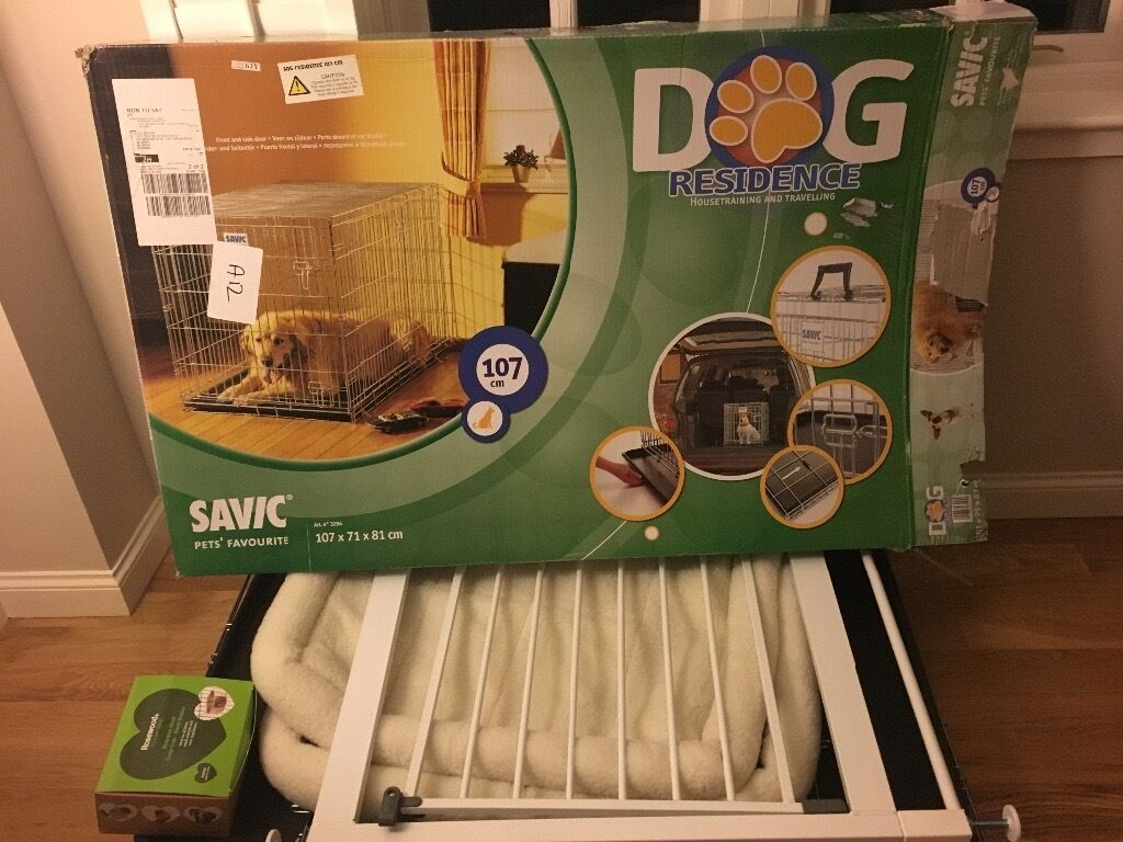 Savic Dog Crate ( Large) with divider, cushion and bowl.