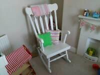 Antique rocking chair - Whitr