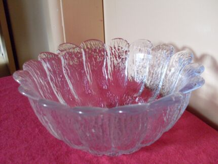 VINTAGE HANDY SIZE FROSTED GLASS SERVING DISH, HARDLY USED Mudgee Mudgee Area Preview