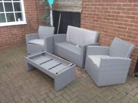 Decking/patio seats & table