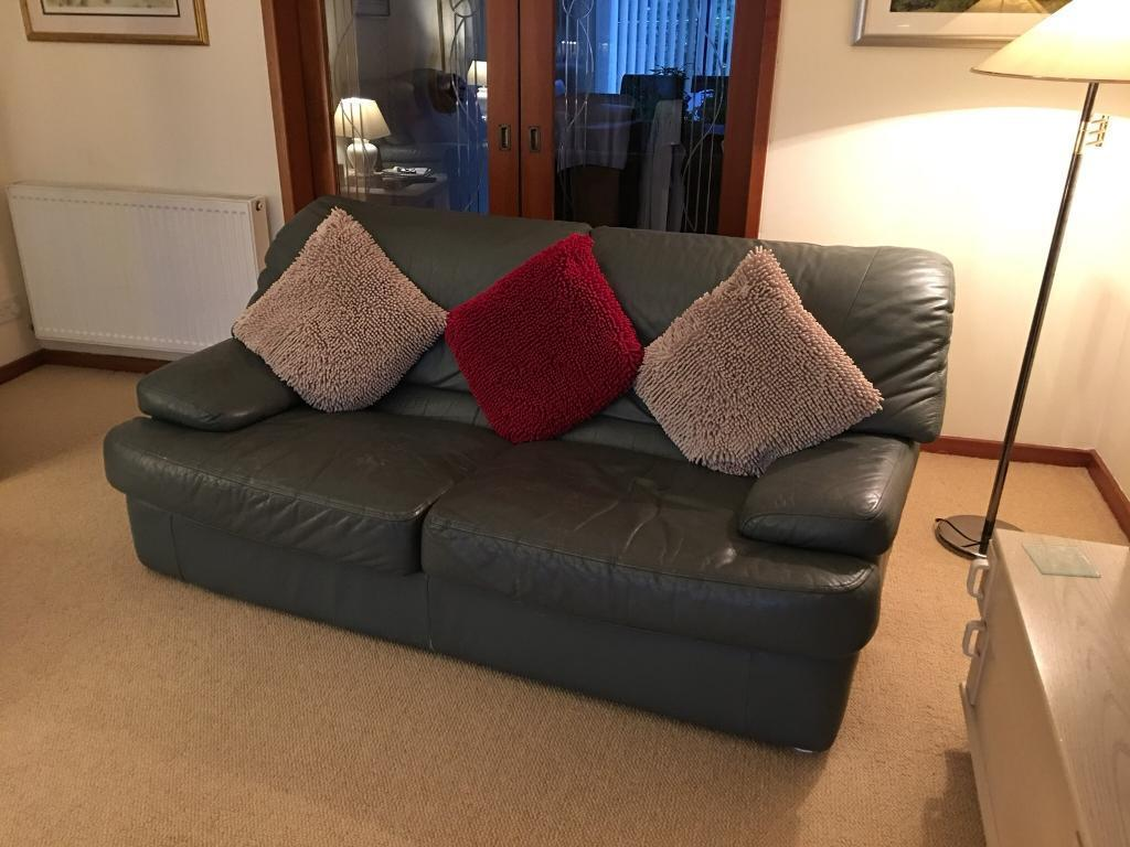Suite x 2 and chair