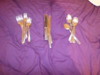 22 x pieces of quality Cutlery set_Viners*__USED