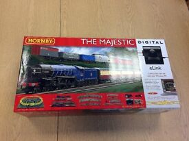 R1172 Hornby OO/HO Gauge The Majestic Digital Train Set with eLink | New
