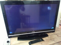 """32"""" LCD TV - FAULTY NO DISPLAY - SMALL CRACKS IN BOTTOM CORNERS"""