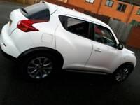 White Nissan juke
