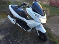 2011 Honda 125 pcx ex2-a white, drives perfect, low miles, 1 owner,