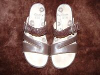 """""""CLARKS"""" LADIES OPEN-TOE SANDALS..SIZE 7.5 AS NEW"""