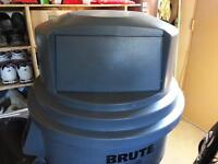 2637-88 BRUTE® Dome Top for Rubbermaid 2632 & 2634 Containers
