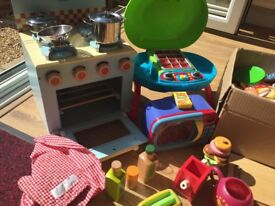 Toy oven, bbq and food items
