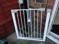 lindam stair gate with all fittings