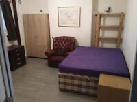Large Double Room in very modern, spacious and quiet house. Close to train stations. Bills included