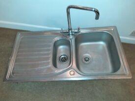 2 x kitchen sinks