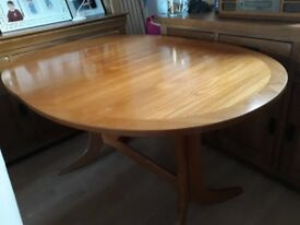Extendable sold wood dining room table