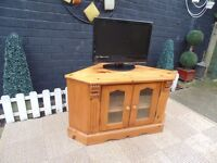 SOLID PINE FARMHOUSE CORNER TV CABINET VERY SOLID UNIT IN EXCELLENT CONDITION 100/59/55 cm £60
