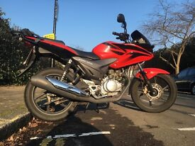 Red Honda CBF 125 in great condition, v5 doc and mot history present.