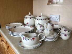 Poole Pottery Dinnerset 'Cranbourne' un-used