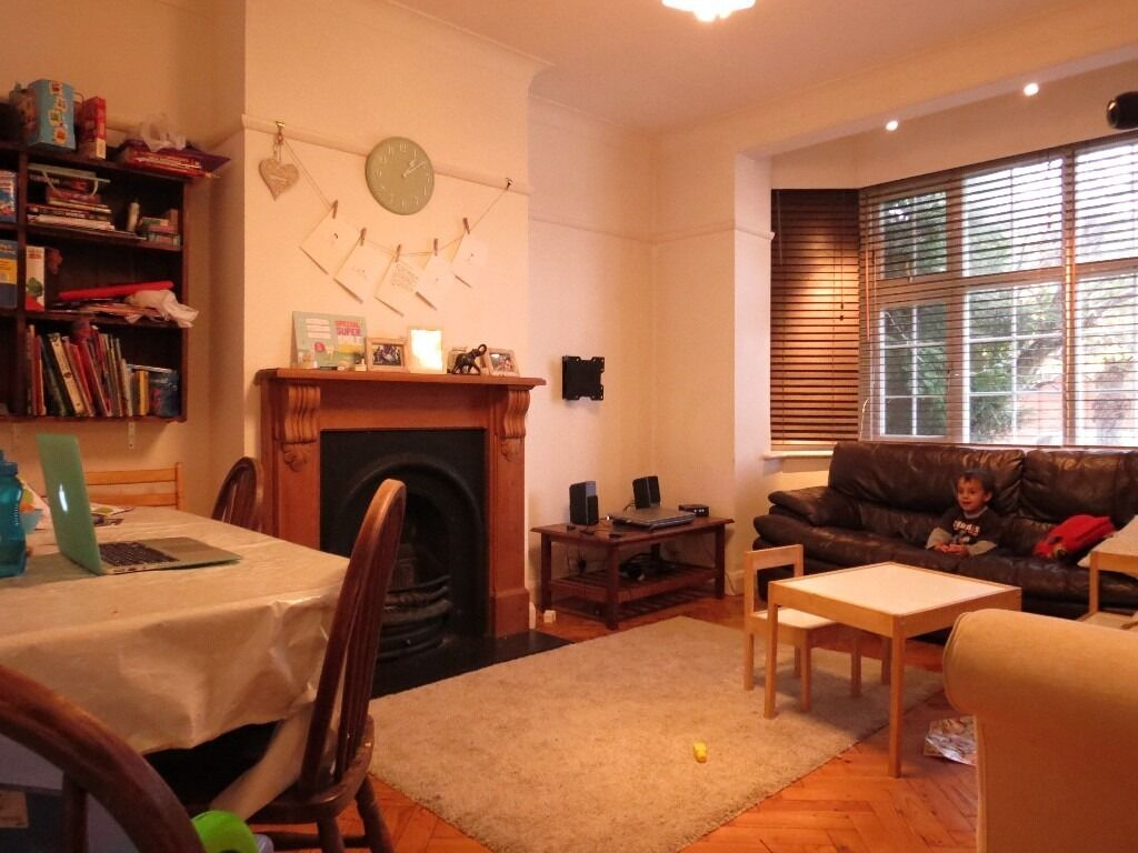Don't Miss Out !!!! 3 Double Bedroom Maisonette Minutes from Station in Wimbledon Chase !!!!