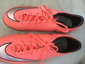 New size 5 Nike trainers!
