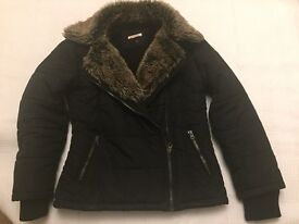 Lovely warm girls jacket with faux fur collar