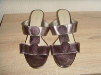 (NEW) LADIES SOLEFLEX LEATHER SANDAL,SIZE 5 - £2