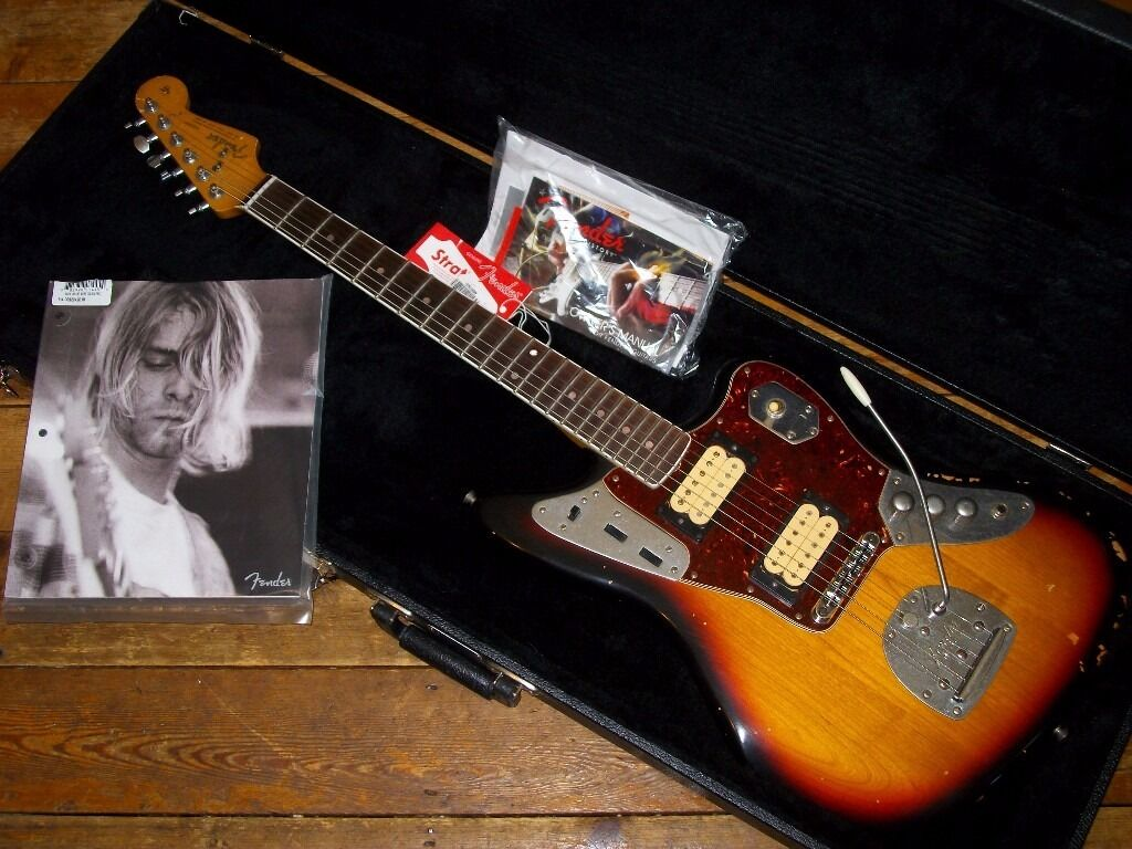 kurt cobain playing fender jaguar fender kurt cobain road. Black Bedroom Furniture Sets. Home Design Ideas