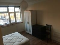 LARGE DOUBLE ROOM -KINGSBURY