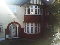 Studio flat in Randal Avenue, Neasden, NW2