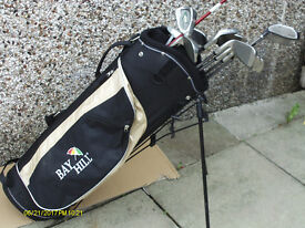 MENS GRAPHITE RIGHT HAND GOLF CLUBS IN STAND BAG