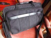 Laptop bag hardly used with handles/shoulder straps