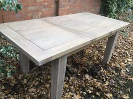 Excellent, Solid Oak Extending Dining Table, Boxed !!!