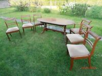 Extending table and 6 chairs (4 normal and 2 carvers).