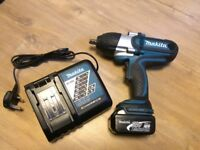 Makita DTW450 Cordless Impact Wrench COMPLETE SET - excellent condition like New
