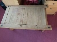 Oak Coffe Table With a Drawer