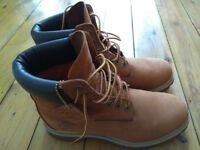 Timberland Icon boots, waterproof, size 9, yellow