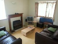 KIRKSTALL Room available £270pcm all inc. Double bed. Detached House - Boston Ave - Kirkstall