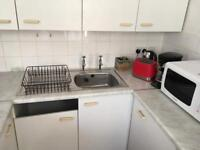 Free kitchen units and fridge & free standing cooker