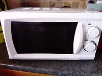 **VERY GOOD CONDITION CLEAN MICROWAVE 17L FROM MORRISONS**
