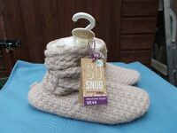 Ladies totes slippers size 6-8 new with tags ideal gift