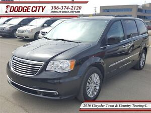 2016 Chrysler Town & Country Touring - L